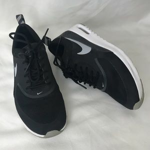 Nike Air Max Thea Black and White Running sneaker